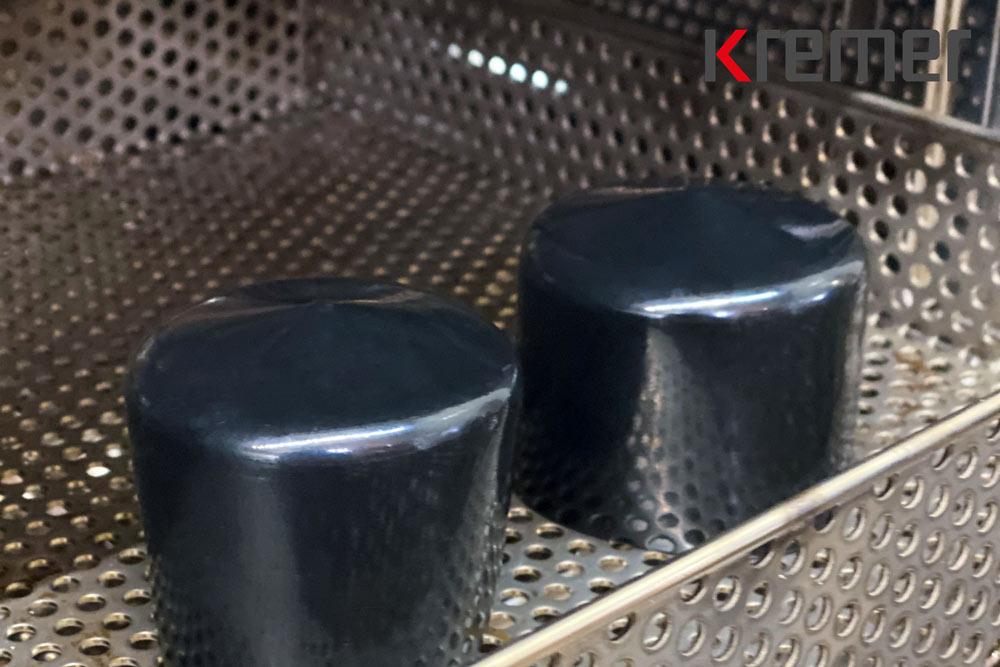 Schwarze Rundkappen aus Weich-PVC