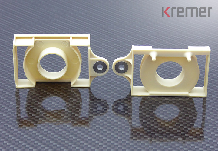 KREMER - Kunststoff-Formteil mit umspritzten Metalleinlegeteilen