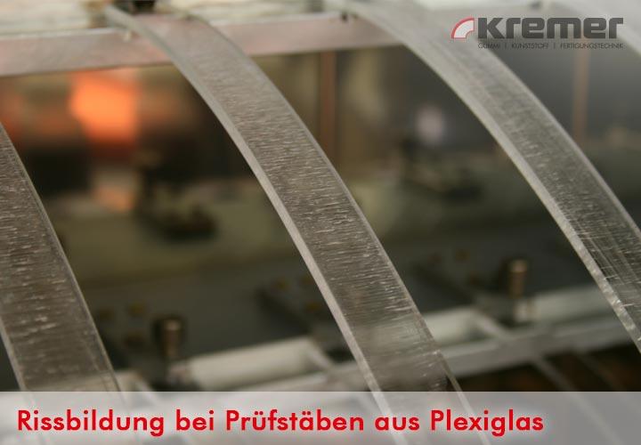 Rissbildung bei Prüfstäben aus Plexiglas