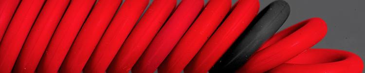 Rote und schwarze O-Ringe
